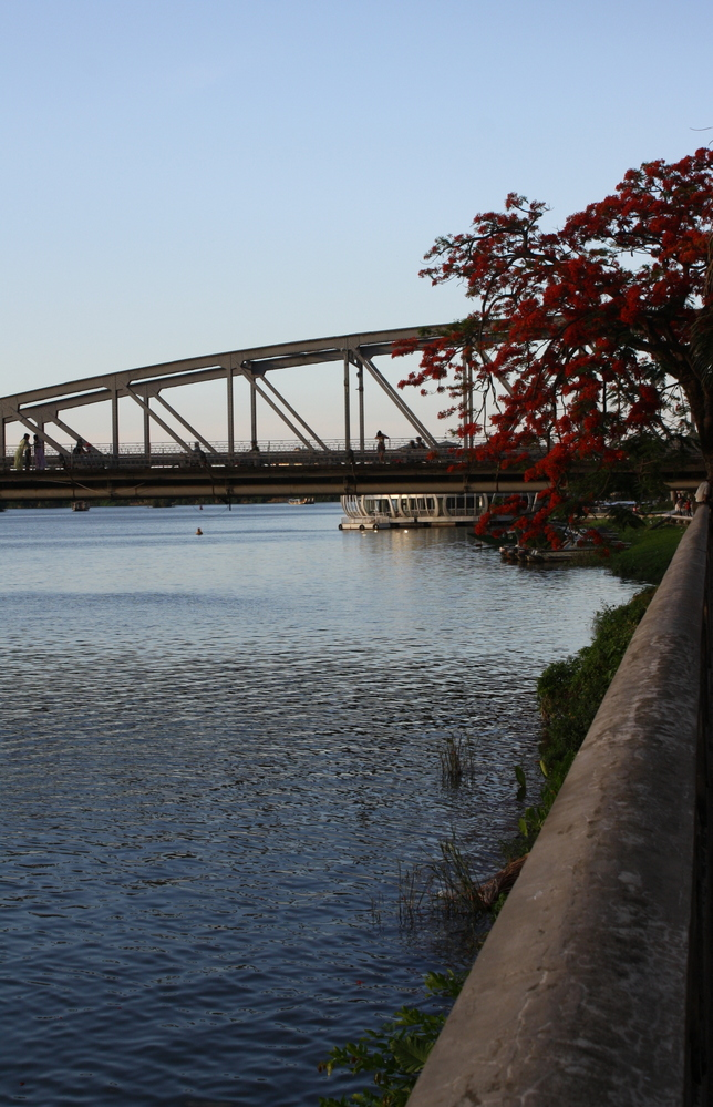 hue river bridge