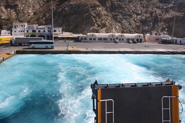 santorini athinios ferry port