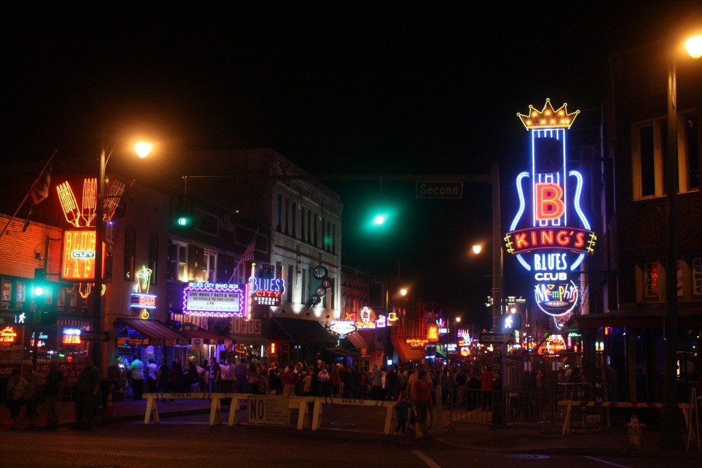 beale st memphis tennessee at night